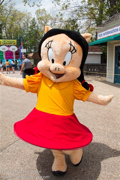 We Met Tweety Pie And Granny Petunia Porky Pig Watched The Character Dance Party